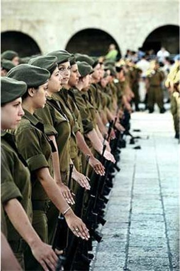 Acaba kadınlar askere gitseydi erkekler bekler miydi?